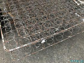気温のある一定の暑さによって鉄の線路は変形する?